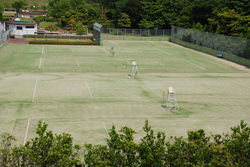 写真:テニス場